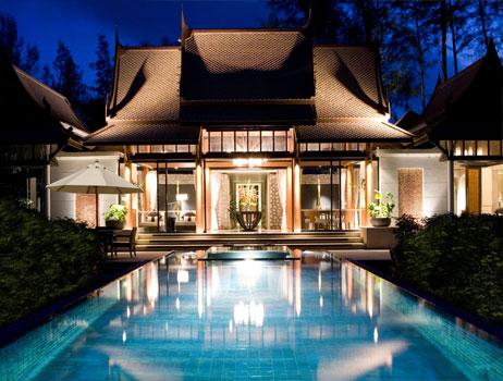 夜色游泳池