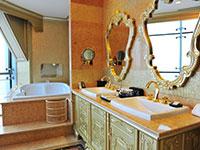 华西龙希国际大酒店卫生间